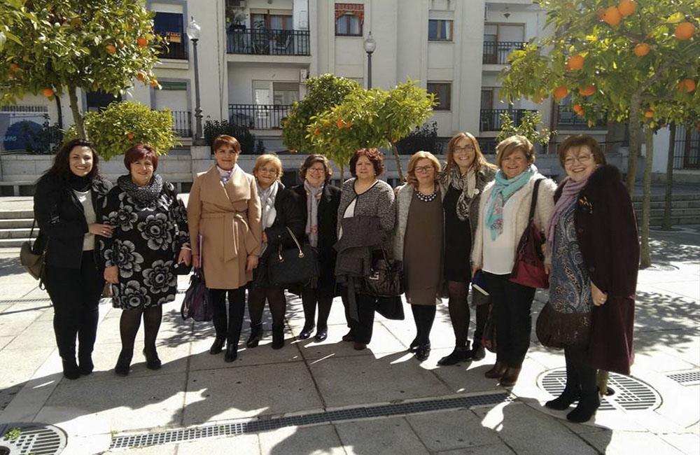 Las mujeres de La Nacencia con la directora del  IMEX. Cedida.